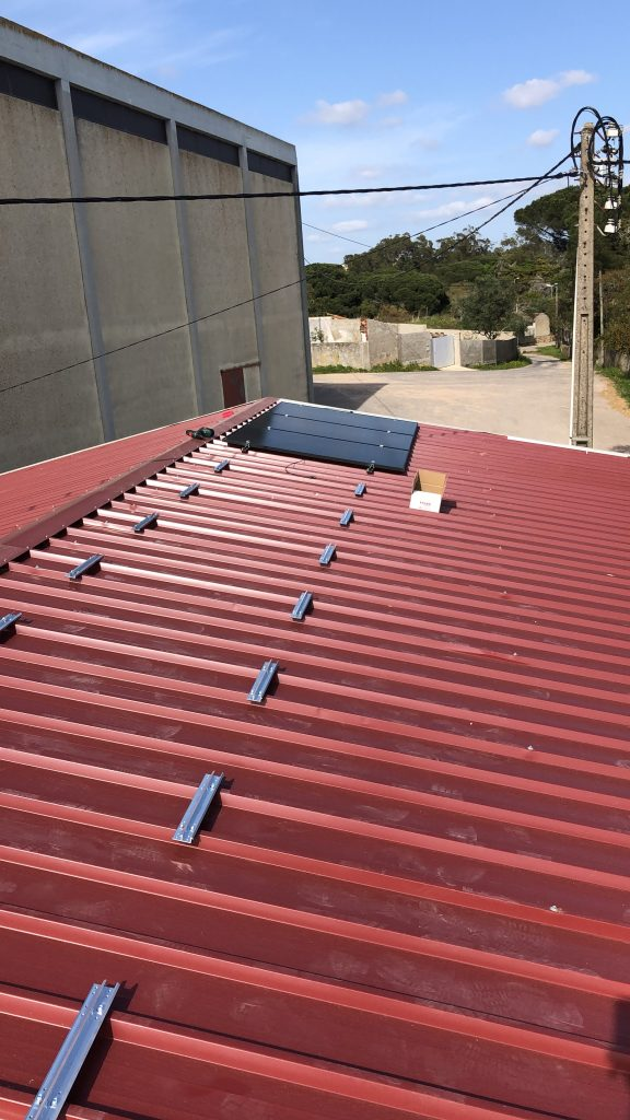 First solar panels on a sandwich roof in Estoril
