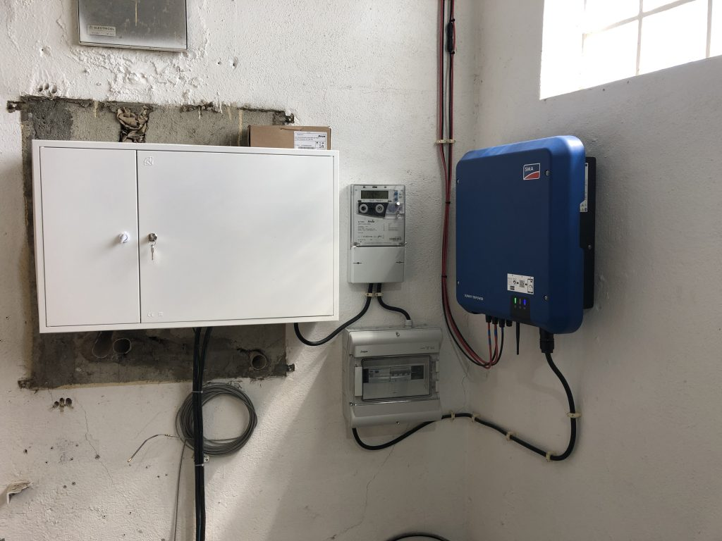Sunny Tripower 10.0 installed in Estoril on a industrial building